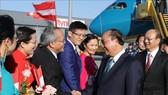 Lễ đón Thủ tướng Nguyễn Xuân Phúc và Phu nhân tại sân bay quốc tế Vienna, Cộng hòa Áo. Ảnh: Thống Nhất - TTXVN