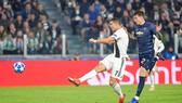 """Ronaldo đã """"nổ súng"""" tại Champions League mùa này nhưng Juventus lại chịu thất bại"""