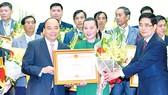 Thủ tướng trao bằng khen, tôn vinh các tổ chức, cá nhân có thành tích xuất sắc
