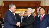 Tổng Bí thư, Chủ tịch nước Nguyễn Phú Trọng tiễn Chủ tịch Duma Quốc gia Nga Vyacheslav Viktorovich Volodin. Ảnh: TTXVN