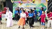 Các bạn trẻ tham gia Chương trình Trung thu yêu thương tại Trung tâm Bảo trợ trẻ tàn tật mồ côi Thị Nghè