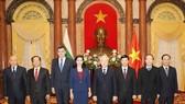 Tổng Bí thư, Chủ tịch nước Nguyễn Phú Trọng cùng bà Marinela Milcheva Petkova , Đại sứ Đặc mệnh toàn quyền Cộng hòa Bulgaria và các đại biểu. Ảnh: TTXVN