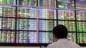 VN-Index tăng thêm gần 12 điểm, vàng và USD tăng trước ngày vía Thần Tài