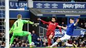 Liverpool (áo đỏ) bị Everton cầm hòa 0 - 0.