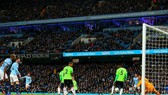 Manchester City (quần trắng) trong trận thắng Cardiff City 2 - 0.