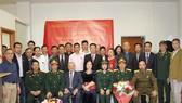 Các đại biểu tham dự lễ kỷ niệm chụp ảnh lưu niệm. Ảnh: TTXVN