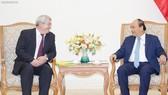 Thủ tướng Nguyễn Xuân Phúc và Phó Chủ tịch Hạ viện Czech, Chủ tịch Đảng Cộng sản Czech-Morava Vojtech Filip. Ảnh: VGP