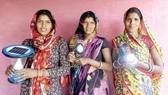 Phụ nữ Ấn Độ mang ánh sáng đến người nghèo