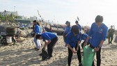 Ra quân làm sạch biển Sầm Sơn