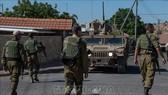 Binh sĩ Israel tuần tra tại thị trấn miền Bắc Avivim, giáp giới với Liban ngày 27-8-2019. Ảnh: THX/TTXVN