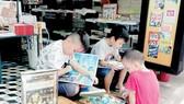 Đường sách TPHCM luôn là địa điểm văn hóa thu hút bạn đọc trẻ. Ảnh: XUÂN THÂN