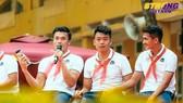Thủ môn quốc dân Bùi Tiến Dũng khiến nhiều em học sinh phấn khích với phần trả lời của mình