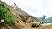 Landslides block roads to Huong Dien Hydropower Plant