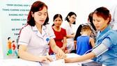 Để phòng ngừa bệnh cao huyết áp, mỗi người cần thường xuyên đo huyết áp và khám sức khỏe định kỳ