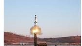 Vụ phóng thử tên lửa Pukguksong-2 của Triều Tiên. Ảnh: REUTERS.