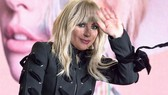 Lady Gaga hoãn lưu diễn châu Âu đến năm 2018