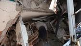 Nhà cửa bị phá hủy do động đất