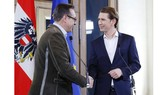 Người đứng đầu Đảng Tự do Heinz-Christian Strache (trái) và Thủ lĩnh Đảng Nhân dân (OeVP) Sebastian Kurz (phải). Ảnh: Reuters