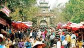 Đông đảo người dân dự lễ hội chùa Hương