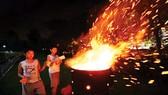 Tục đốt vàng mã đang dần vắng bóng tại Trung Quốc, Singapore
