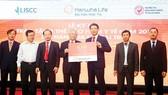 Hanwha Life Việt Nam tặng 8.149 thẻ bảo hiểm y tế cho người nghèo