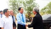Chủ tịch Trần Thanh Mẫn thăm và làm việc tại Trường Cao đẳng nghề Hòa Bình Xuân Lộc. Ảnh: daidoanket