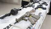 109 khẩu súng cùng 12.378 viên đạn trị giá hơn 1,34 triệu USD. Ảnh: CNA