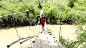 Cầu treo thôn 2, xã Đắk Côi được dựng tạm bợ