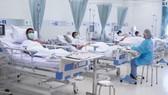 Các thành viên đội bóng nhí được theo dõi sức khỏe trong bệnh viện