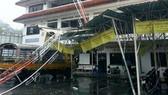 Ít nhất 13 người thiệt mạng vì bão và hỏa hoạn