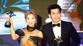 Liên Bỉnh Phát và Hoàng Yến Chibi nhận giải thưởng Ngôi Sao Xanh 2018