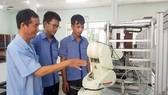 Đào tạo kỹ thuật viên thao tác trên robot tại Trường Cao đẳng Lý Tự Trọng. ẢNH: HOÀI NAM