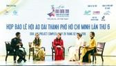 Ban tổ chức lễ hội giao lưu với khách mời tại buổi họp báo 27-2
