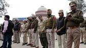Pakistan trao trả phi công bị bắt cho Ấn Độ