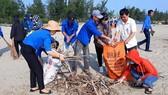 Hàng ngàn đoàn viên thanh niên ra quân vệ sinh môi trường