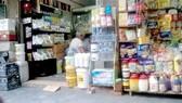 Các loại hóa chất, phụ gia thực phẩm bày bán công khai tại phố Hàng Buồm, Hà Nội