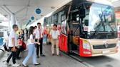 Xe buýt hoạt động tuyến Sân bay Tân Sơn Nhất - Vũng Tàu. Ảnh: THÀNH TRÍ