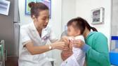 Tiêm chủng cho trẻ tại Trung tâm Kiểm soát bệnh tật tỉnh Bình Phước