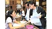 Thí sinh trúng tuyển làm thủ tục nhập học tại Trường Đại học Kinh tế TPHCM