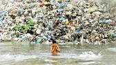 Nước bị ô nhiễm đe dọa sức khỏe con người và tăng trưởng kinh tế