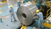Sản xuất thép cuộn tại doanh nghiệp thương hiệu Việt. Ảnh: THÀNH TRÍ