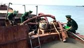 Nhức nhối khai thác cát trái phép trên biển Cần Giờ