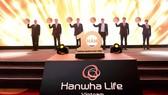 Lãnh đạo Tập đoàn Hanwha, Hanwha Life Việt Nam và Đại diện Cục Quản lý - Giám Sát Bảo hiểm thực hiện nghi thức kỷ niệm 10 năm thành lập.