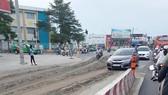 Nhiều đất cát đổ xuống ngã tư Nguyễn Oanh - Phan Văn Trị (quận Gò Vấp). Ảnh: NGƯỜI DÂN CUNG CẤP