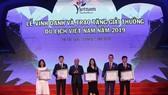 Đại diện Sun Group nhận Giải thưởng Doanh nghiệp đầu tư vào lĩnh vực du lịch hàng đầu Việt Nam 2019
