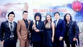 Ảo thuật gia Huy Nguyễn (bìa trái) tại lễ vinh danh giải thưởng Merlin Awards