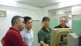 Chuyên gia ngành in của ITAXA hướng dẫn các kỹ thuật viên Prensa Latina vận hành dây chuyền in OFFSET 4 màu.