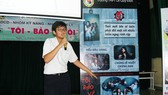 """Học sinh Trường THPT Lê Quý Đôn (TPHCM) thuyết trình chuyên đề kỹ năng sống  với chủ đề """"Tôi bảo vệ tôi""""                                                              . Ảnh: KHÁNH BÌNH"""