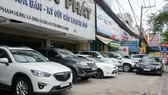 Ô tô giảm giá nhanh khiến nhiều cửa hàng kinh doanh xe cũ gặp không ít khó khăn