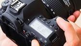 Máy ảnh full-frame đầu tiên có màn hình xoay lật